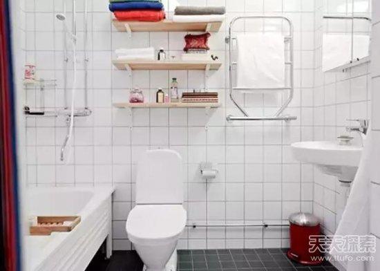 把牙刷放在洗脸盆的台面上冲马桶时的瞬间气旋可以将