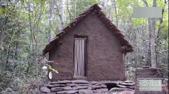 在贵州森林里盖木头住房子图片