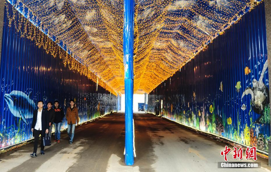 """Beautiful """"subsea tunnel"""" attracts citizens' attention in E China's Shandong Province"""