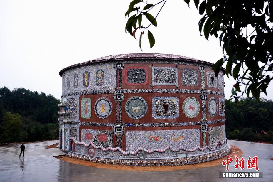 """A visit to 86-year-old village's""""Porcelain Palace"""" in Jingdezhen, E China"""