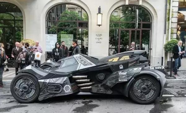 """土豪花千万将兰博基尼改成""""蝙蝠侠战车"""""""