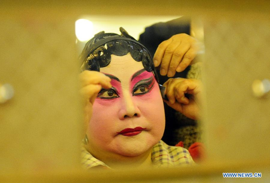 A glimpse of Qi Shufang Peking Opera Troupe