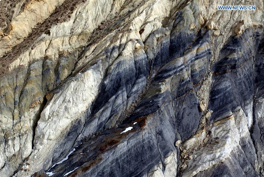 CHINA-QINGHAI-MOUNTAIN SCENERY (CN)
