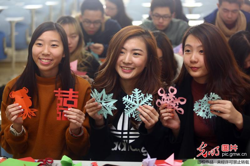 Singapore students learn Chinese culture in China's Tianjin