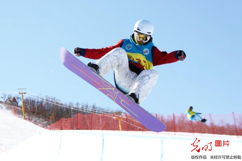 National snowboard U-site championship held in China's Inner Mongolia