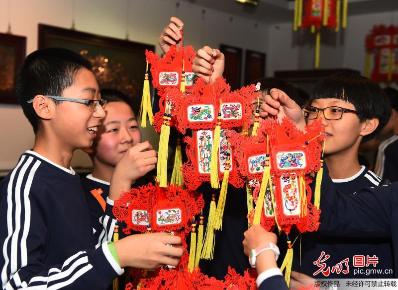Students experience intangible cultural heritages in N China.