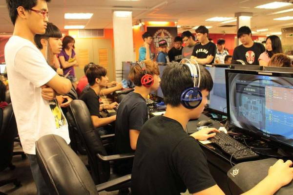 E-sports or electronic sports is a form of competition carried out on electronic systems. [Photo: thepaper.cn]