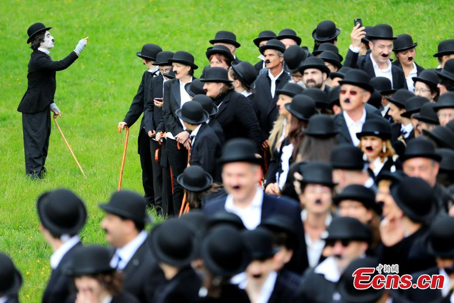 662 dress up as Chaplin's 'Tramp' at star's Swiss home