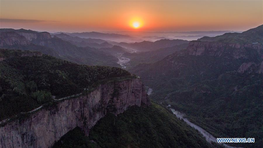 CHINA-HENAN-GUOLIANG VILLAGE-CLIFF ROAD (CN)