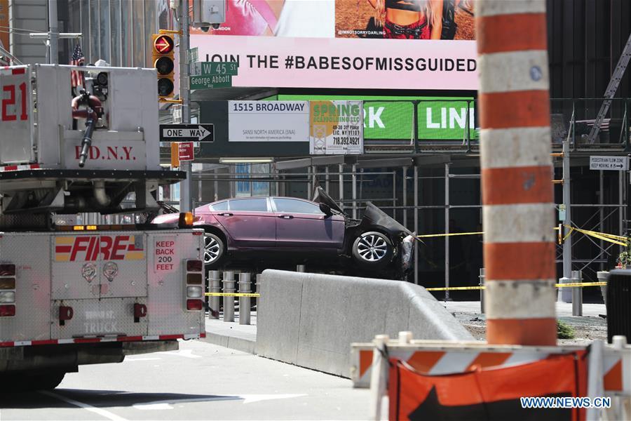 U.S.-NEW YORK-CAR CRASH