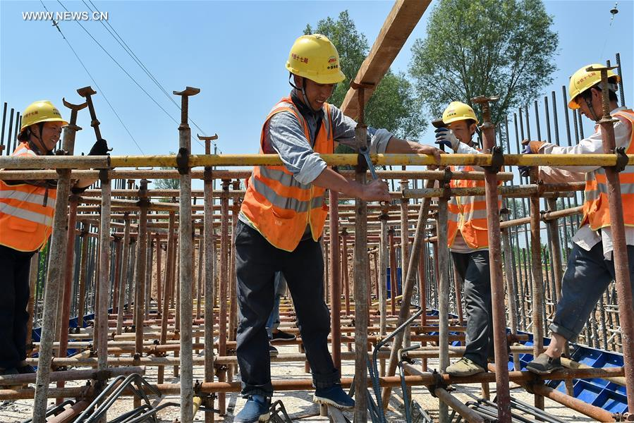 CHINA-TAIYUAN-HOT SUMMER-WORKERS (CN)