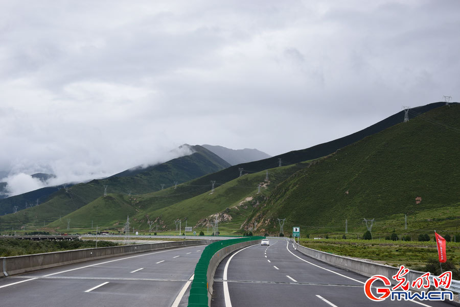 A glimpse of Tibet's most beautiful road——Lhasa-Nyingchi Highway