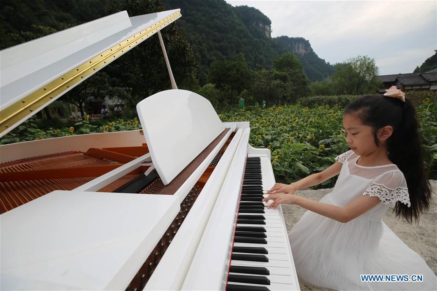 #CHINA-HUNAN-ZHANGJIAJIE-PIANO (CN)