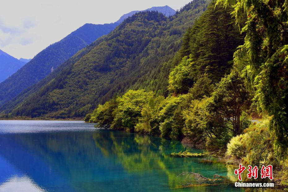 Beautiful scenery of Jiuzhaigou after the earthquake