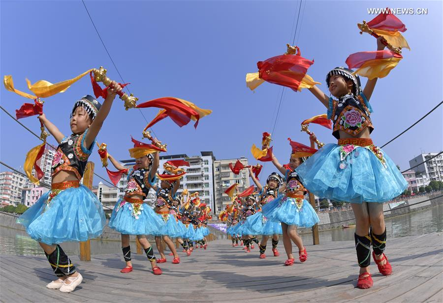 #CHINA-HUBEI-ENSHI-INTANGIBLE CULTURAL HERITAGE-BELL DANCE (CN)