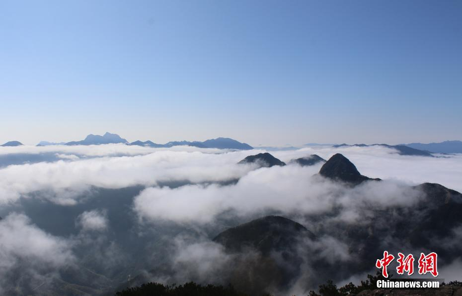 Scenery of sea of clouds in east China's Jiangxi