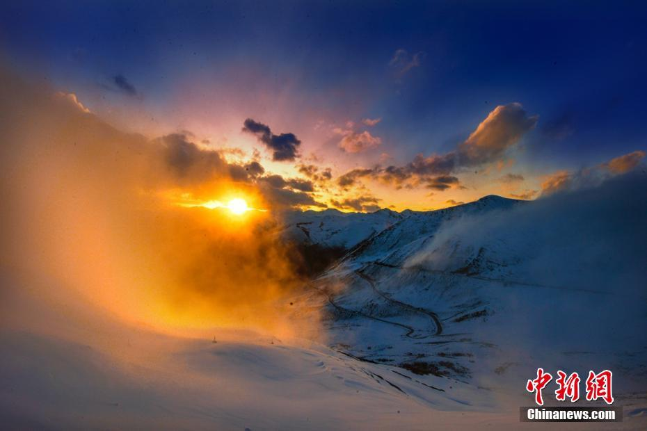 Stunning scenery of snow-covered Mount Jiajinshan in SW China's Sichuan