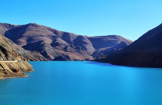 Man La reservoiris like a shining sapphire in China's Tibet