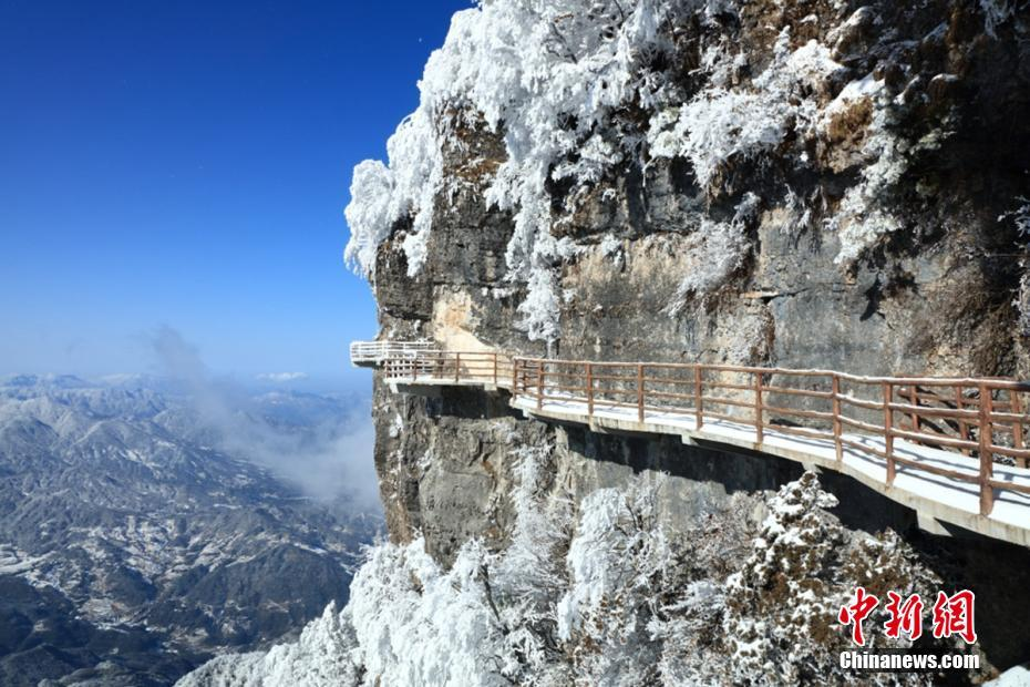 Scenery of snow-covered Guangwu Mountain in SW China's Sichuan Province