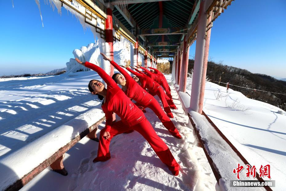 Fans practice Yoga in snow field in C China