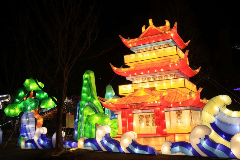 Lantern fairs held to greet Spring Festival in Huaian