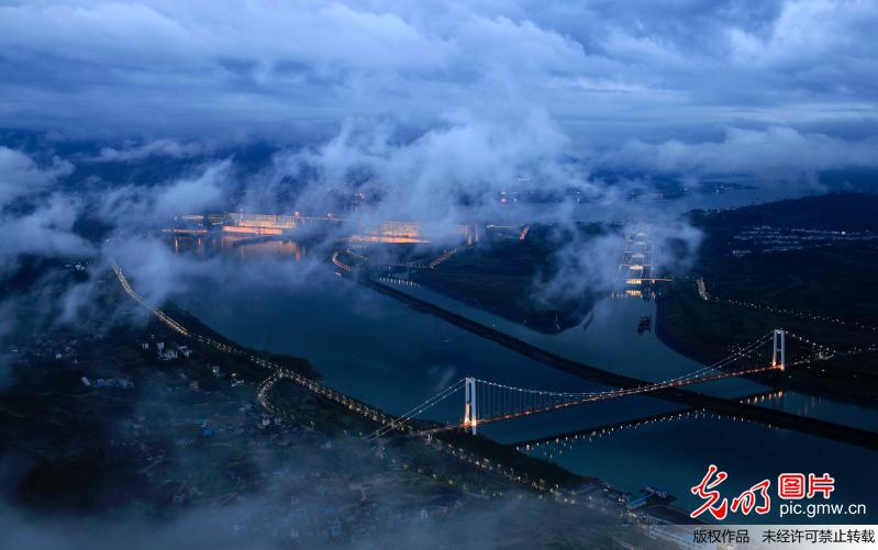 Amazing scenery of fog-enveloped Three Gorges Dam in C China