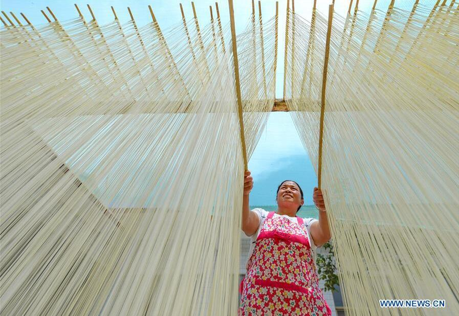 Handmade hollow noodles increase income of local people in China's Hebei