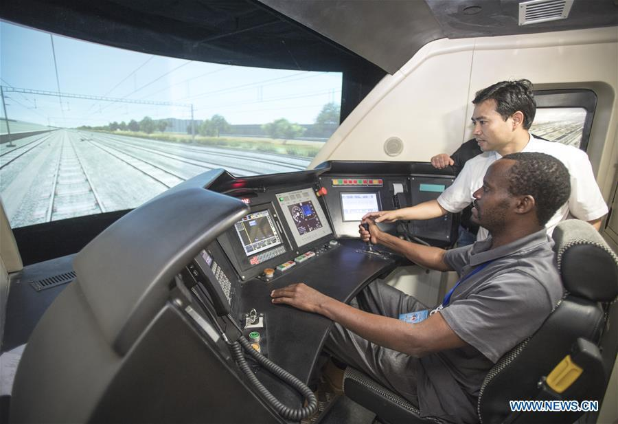A railway executive from Kenya experiences a simulation of high-speed train driving at a training base for high-speed railway staff in Wuhan, central China's Hubei Province, June 12, 2018. Altogether 63 railway executives from 13 countries including Thailand, Sri Lanka and Laos visited the training base Tuesday. (Xinhua/Xiao Yijiu)