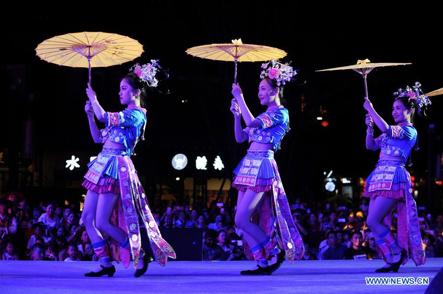 #CHINA-GUIZHOU-TRADITIONAL COSTUMES (CN)