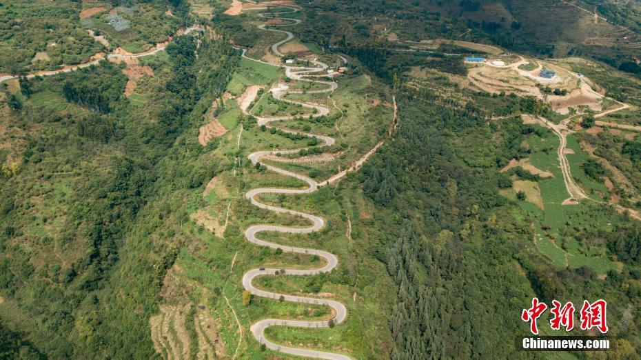 "Scenery of ""most winding road"" with 68 turns in SW China's Yunnan"