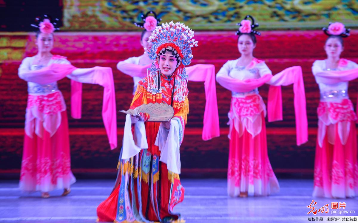 Chinese traditional performance held in Dunhuang