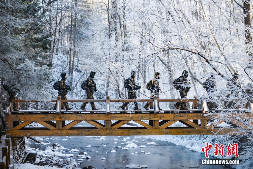 Armed policemen in tough training in NE China's Jilin