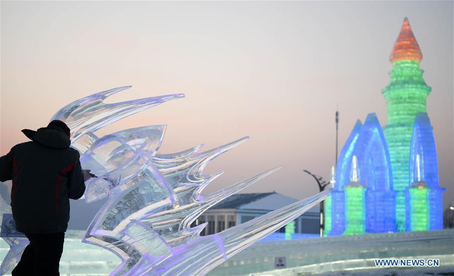 CHINA-HEILONGJIANG-HARBIN-ICE SCULPTURE COMPETITION (CN)