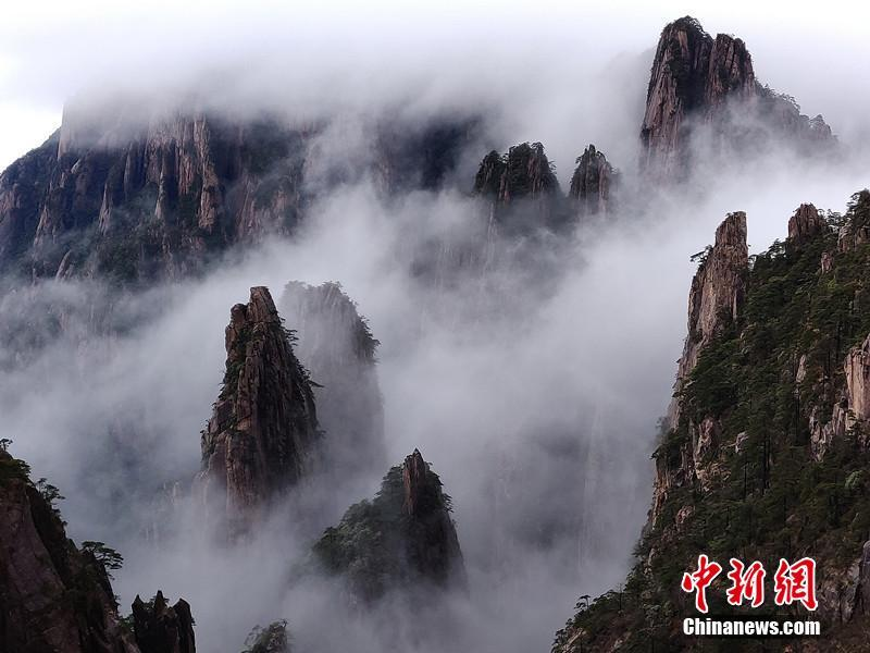 Amazing scenery of Huangshan Mountain after rainfall in E China