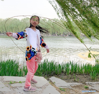 (Beijingcandid)CHINA-BEIJING-SPRING-PEOPLE (CN)