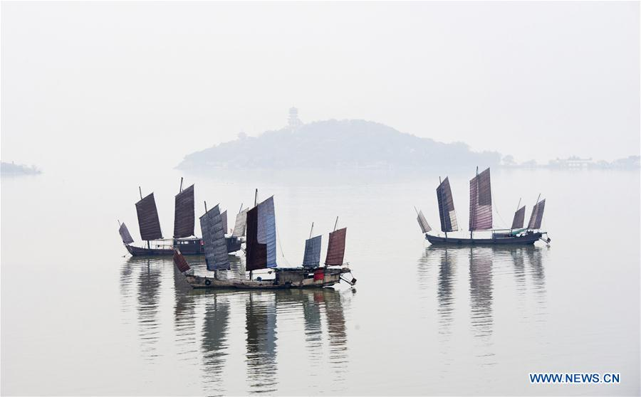 #CHINA-JIANGSU-TAIHU LAKE-MORNING FOG (CN)