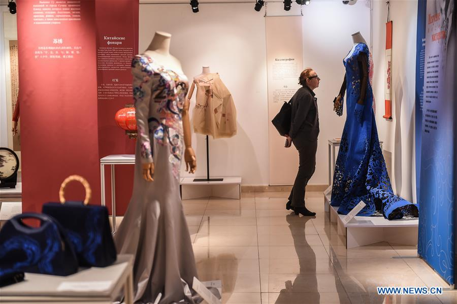 RUSSIA-MOSCOW-CHINA-SILK-FASHION-EXHIBITION