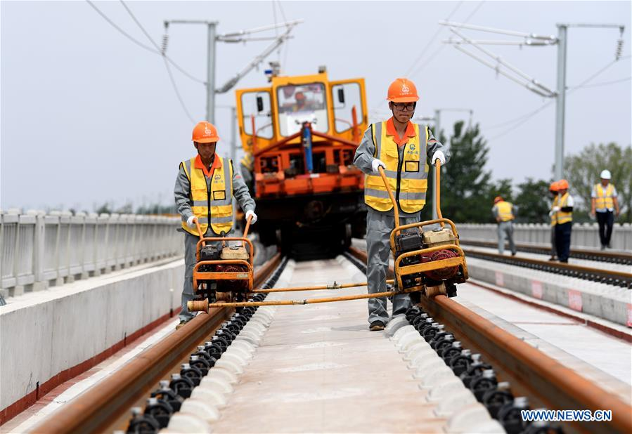 CHINA-ANHUI-ZHENGZHOU-FUYANG RAILWAY-TRACK LAYING (CN)