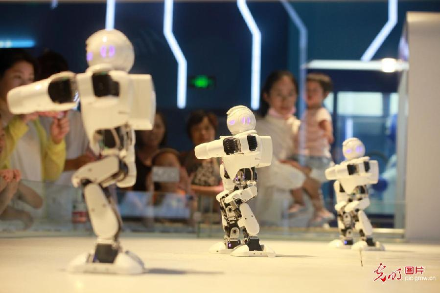Children visit Yangzhou Science and Technology Museum,east China's Jiangsu