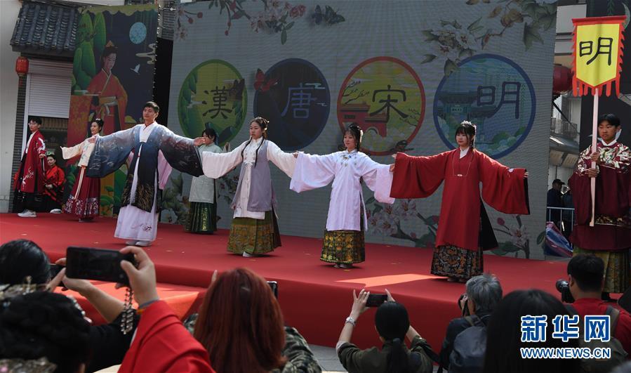 (文化)(2)汉文化旅游节上的汉服嘉年华