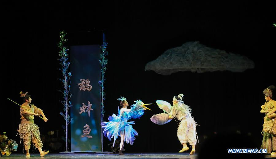 Actors from China National Theatre for Children perform drama in California