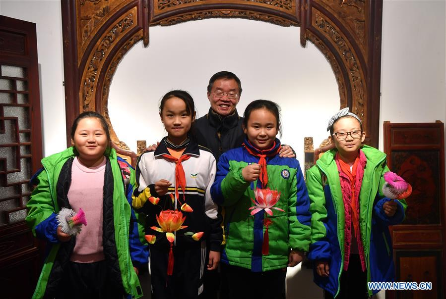 Pic story of intangible cultural heritage inheritor for traditional lantern in Henan