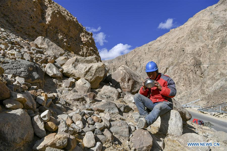 In pics: power grid construction in NW China's Xinjiang