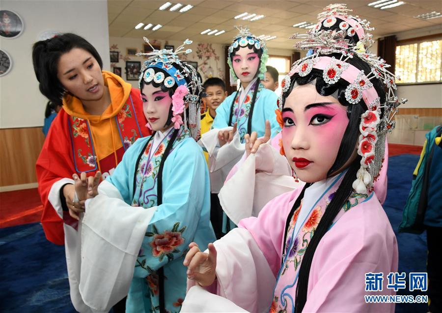 (社會)(5)山東青島:京劇進校園 國粹有傳承