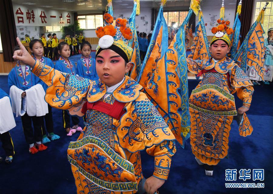 (社會)(1)山東青島:京劇進校園 國粹有傳承
