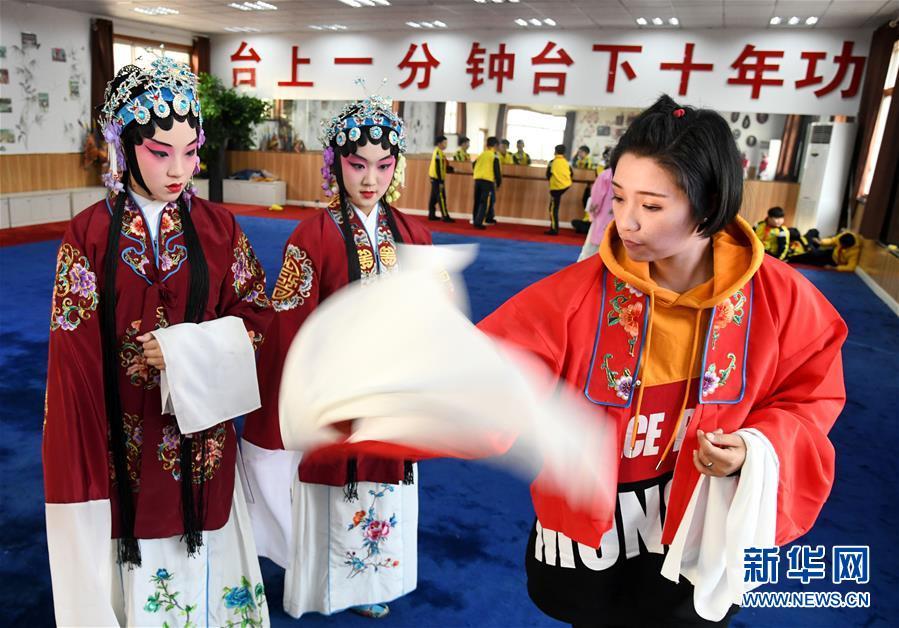 (社會)(3)山東青島:京劇進校園 國粹有傳承