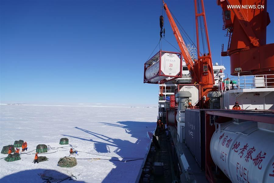 (EyesonSci)CHINA-ICEBREAKERS-ANTARCTIC EXPEDITION-UNLOADING CARGOS