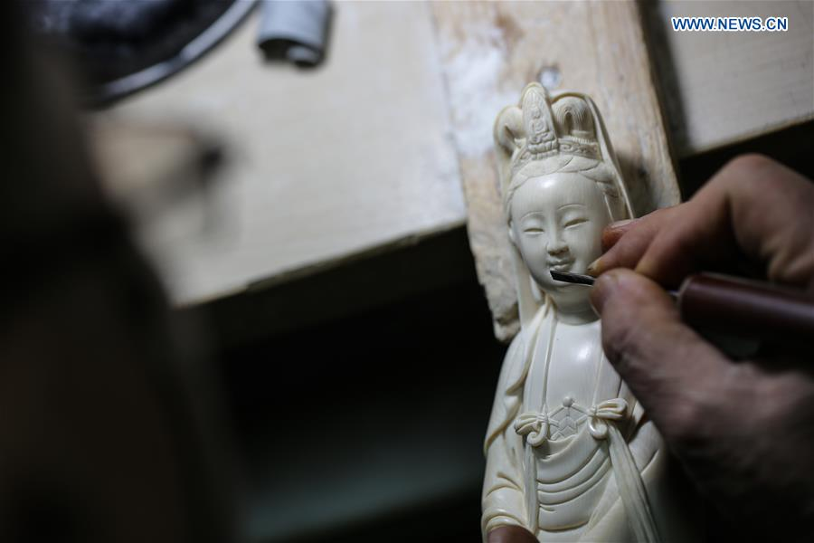 In pics: national-level intangible cultural heritage inheritor of carving skill