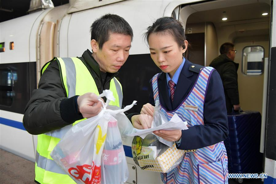 Pic story of deliveryman for high-speed trains