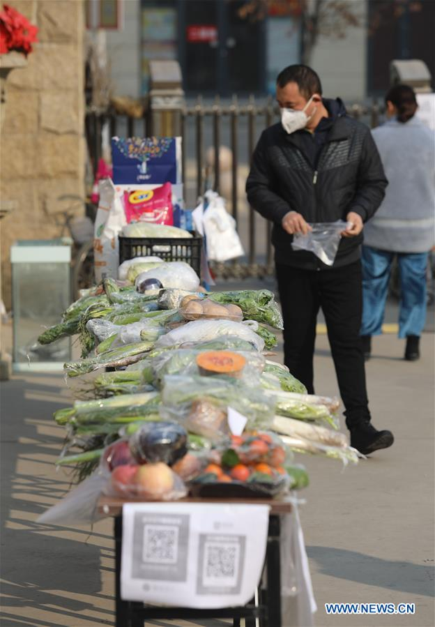 Unmanned vegetable stall set up to reduce contact between people during fight against epidemic